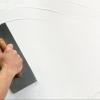 Как отштукатурить бетонные стены?