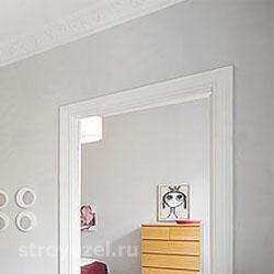 серые стены и потолок